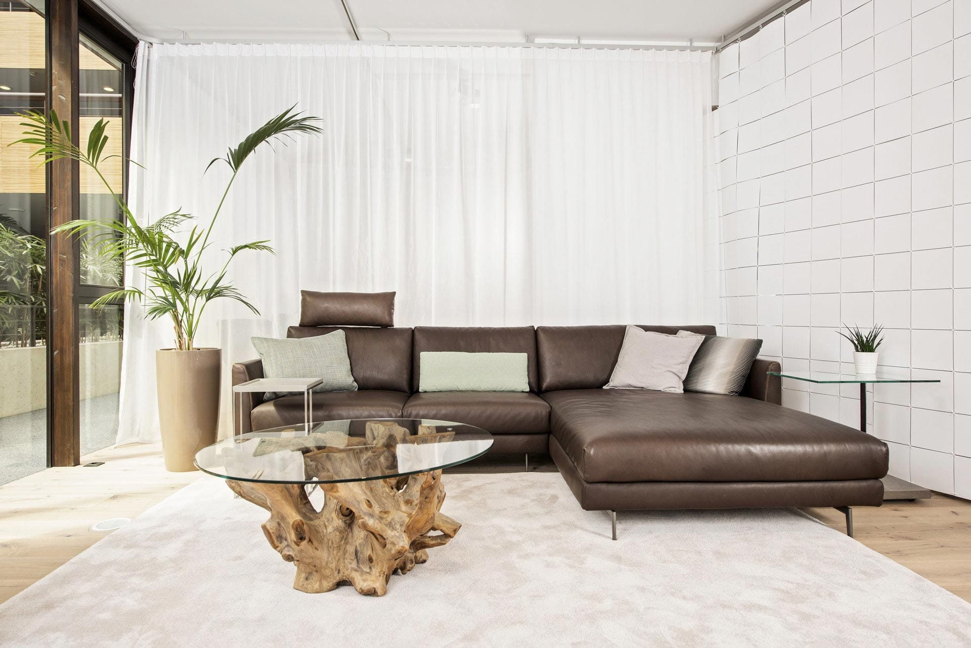 couchzone - Interior Design Innsbruck - Couch und Tisch