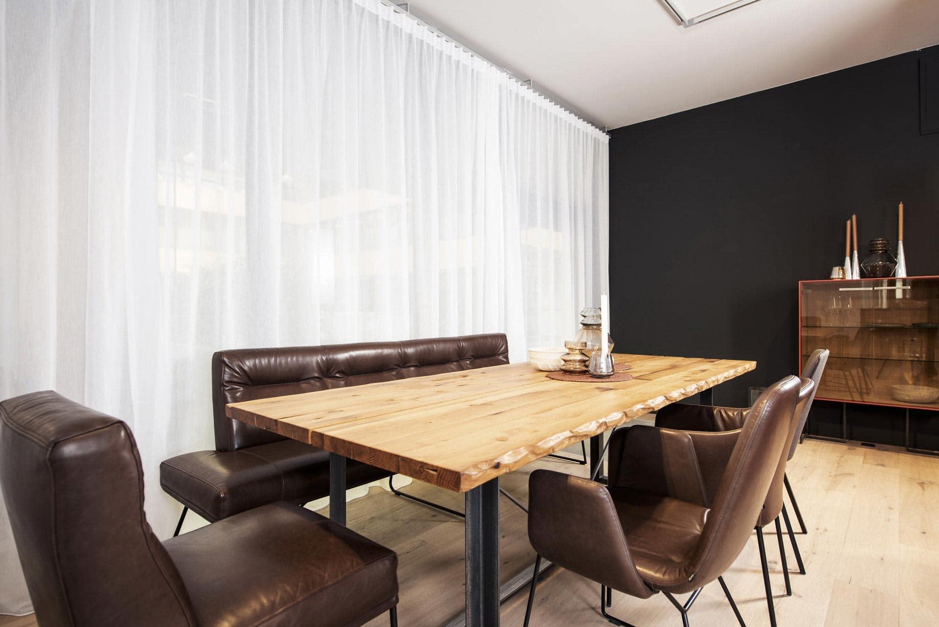 couchzone - Interior Design Innsbruck - Holztisch Sitzgruppe